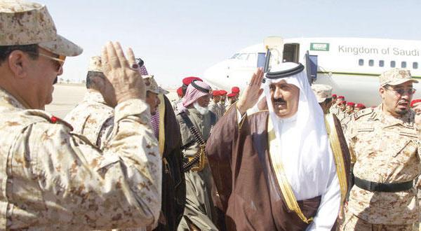 وزیر گارد ملی عربستان بر لزوم آگاهی شهروندان در مقابل گروه های مشکوک تاکید می کند