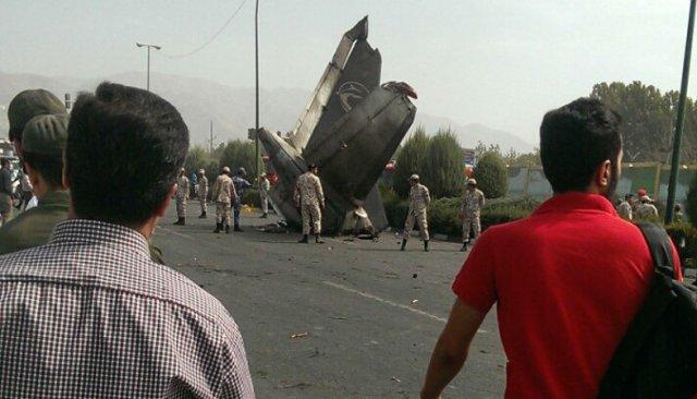 سقوط هواپیما در غرب تهران ۵۰ کشته بر جای گذاشت