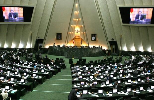مجلس ایران «ادبیات» تند حسن روحانی را بررسی می کند