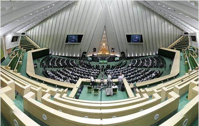 «احزاب در ایران کوتاه مدت اند»