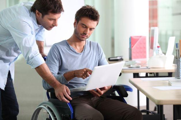 دولت بریتانیا برای کمک به نیروهای کار معلول چه می کند؟
