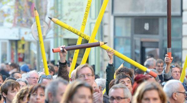 جهان بر ضد تروریسم متحد می شود… «القاعده» فرانسه را به حملات بیشتر تهدید می کند