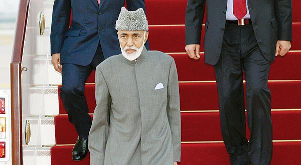 بازگشت سلطان قابوس به عمان پس از  دوره درمانی که ۸ ماه به طول کشید