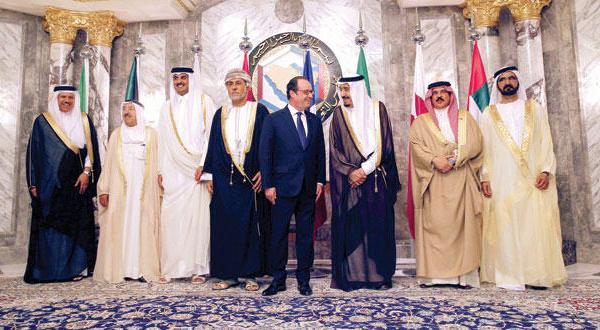 پادشاه عربستان سعودی نسبت به جاه طلبی بیگانگان هشدار می دهد… اولاند: امنیت خلیج بخشی از امنیت فرانسه است