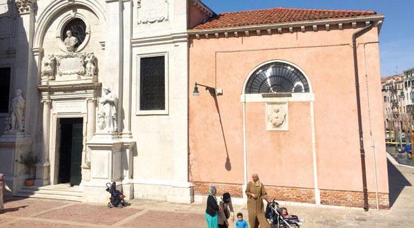 دو هفته پس از افتتاح.. اولین مسجد مؤقت در ونیز درب های خود را می بندد