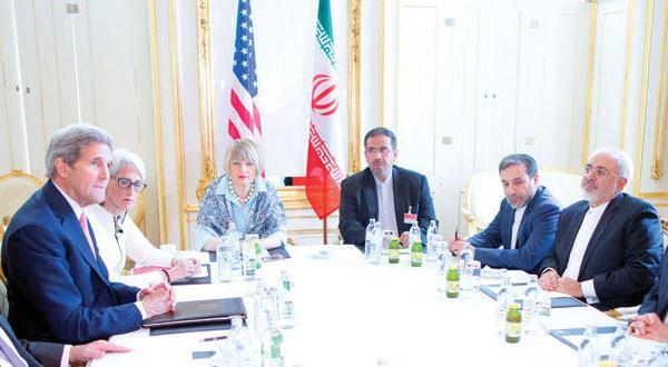 جان کری وزیر خارجه آمریکا و همتای ایرانی وی محمد جواد ظریف طی مذاکرات «هسته ای» ایران در وین – عکس از آژانس عکس خبری اروپا