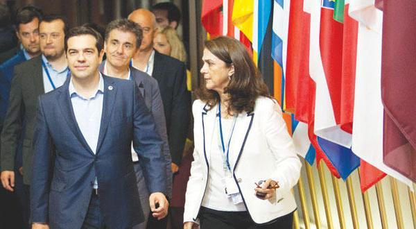 توپ بحران یونان در زمین بازی پارلمان های اروپا