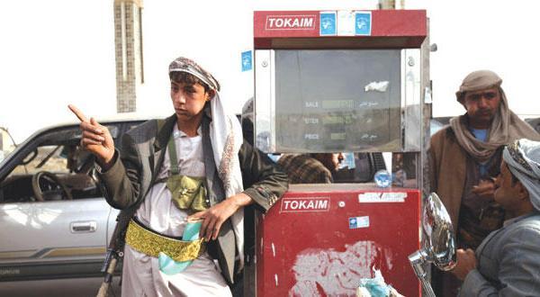 آتش بس یمن در حال نوسان و دولت هادی از دیپلمات های خلیجی درخواست بازگشت می کند