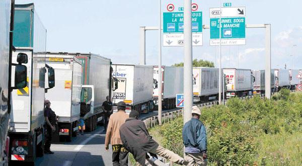 ریسک کردن پناهندگان با اشغال کانال مانش برای عبور به بریتانیا به هر قیمت