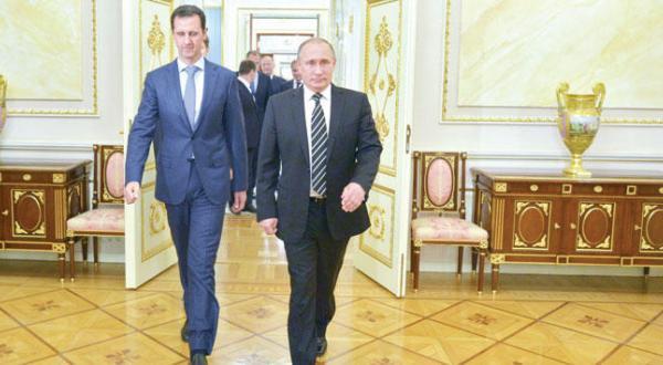 ولادیمیر پوتین و بشار اسد رؤسای جمهور روسیه و سوریه در حال رفتن به سالن اصلی در کرملین در سفر ناگهانی و اعلام نشده اسد به روسیه – عکس از آژانس عکس خبری اروپا