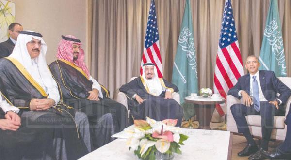 پادشاه عربستان سعودی به هنگام دیدار با پرزیدنت اوباما در حاشیه اجلاس «جی بیست» به همراه شاهزاده محمد بن سلمان جانشین ولیعهد و مساعد العیبان وزیر دولت – عکس از بندر الجلعود
