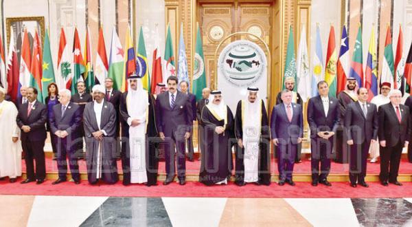 عکس دسته جمعی از سران کشورهای شرکت کننده در اجلاس عربی –  آمریکای لاتین در  ریاض – عکس از بشیر صالح