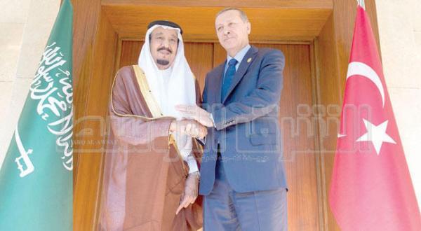 پادشاه عربستان سعودی و رئیس جمهور ترکیه هنگام دیدار در آنتالیا – عکس از بندر الجلعود