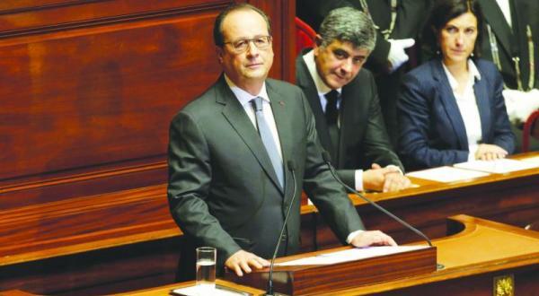 اولاند به هنگام سخنرانی در برابر پارلمان فرانسه – عکس از رویترز