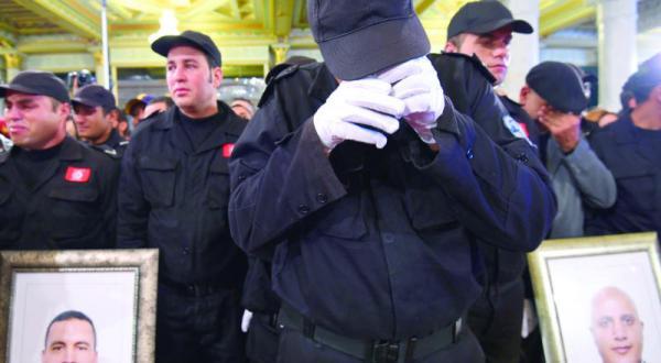 «انتحاری تونس» به علت افراط گرایی از دستگاه امنیت ریاست جمهوری اخراج شد… وانمود کرد موسیقی گوش می دهد