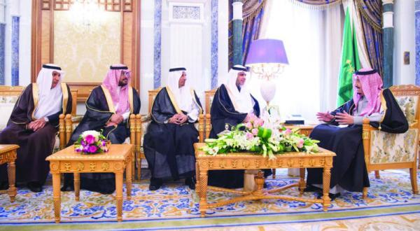 وزیر آموزش و پرورش و اعضای {جدید} شورا در مقابل پادشاه عربستان سعودی سوگند یاد کردند