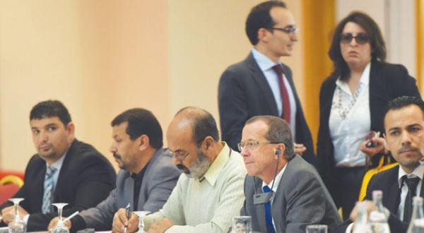 ماتین کوبلر فرستاده سازمان ملل به لیبی به هنگام حضور یافتن در نشست تونس بین نمایندگان شوراهای شهر لیبی و دولت آشتی ملی – عکس از خبرگزاری فرانسه