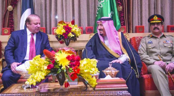 پادشاه عربستان با نخست وزیر و فرمانده ارتش پاکستان دیدار می کند