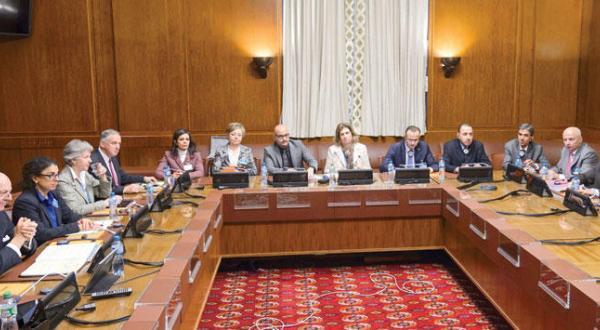 بخشی از مذاکرات ژنو میان هیئت مخالفان سوری و نظام سوریه با حضور استفان دی میستورا فرستاده ویژه سازمان ملل – عکس از خبرگزاری فرانسه