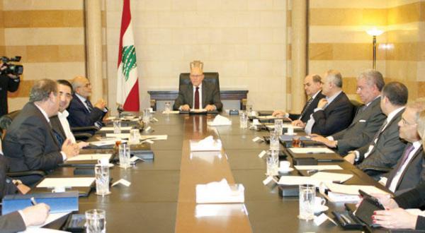 """روابط با لبنان """"تحت بررسی"""" خلیج.. دولت ان در نوسان"""