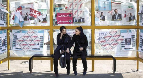 ایرانیان به پای صندوق های رای می روند