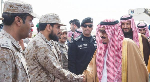 ملک سلمان بن عبد العزیز پادشاه عربستان سعودی در مراسم اختتامیه رزمایش «رعد شمال» در منطقه حفر الباطن – عکس بندر الجلعود