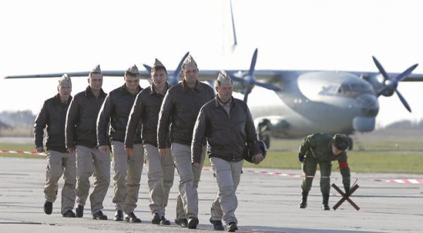 خلبانان روسی که از سوریه بازگشته اند هنگام رسیدن به منطقه کراسنودار در جنوب روسیه – عکس از خبرگزاری فرانسه