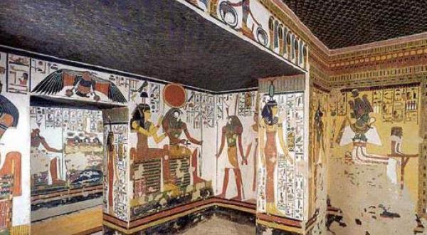 """نمایشگاه """"ملکه نفرتاری.. خانم زیبا"""" در اقصر"""