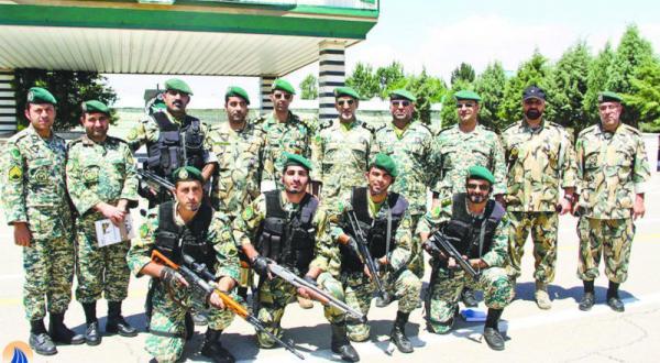 نیروهای تیپ زرهی 65 یا «کلاه سبزها» که منابع ایرانی مشارکت آن ها در «مأموریت مشاوره ای» در نبردهای سوریه را تأکید کردند – عکس از پایگاه ایرانی مشرق