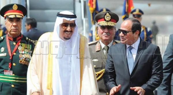 پادشاه سلمان با السیسی در فرودگاه قاهره