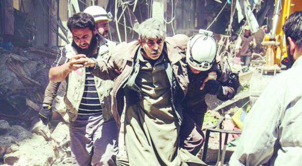 تصاویر منتشر شده در رسانه های اجتماعی از بمباران یک بازار سنتی توسط جنگنده های نظام در معره النعمان در شمال غربی سوریه