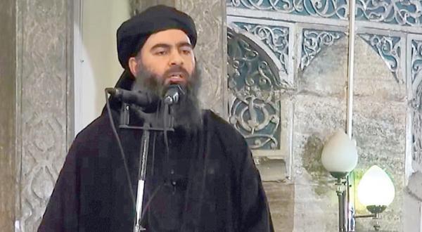 عکسی از ابو بکر البغدادی رهبر سازمان داعش هنگام سخنرانی در سال 2014 – عکس از گیتی