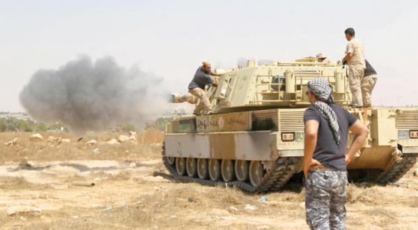 نیروهای وفادار به دولت آشتی ملی لیبی پس از بازگرداندن بندر شهر سرت از چنگ داعش در حال پیشروی به سوی مرکز شهر – عکس از خبرگزاری فرانسه