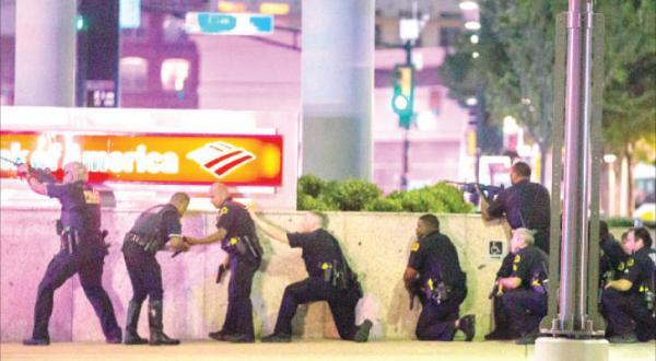 پس از درگیری دالاس.. جنگ خیابانی در امریکا