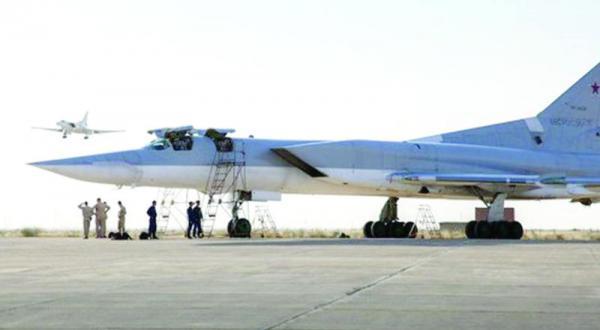 بمب افکن های روسیه در پایگاه هوایی همدان در غرب ایران – عکس از خبرگزاری فارس