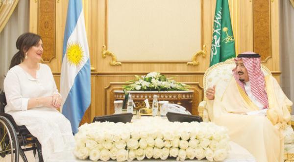 گفت و گوی خادم حرمین شریفین و معاون رئیس جمهور آرژانتین درباره روابط دو جانبه