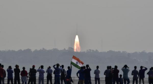 هند ۱۰۴ ماهواره به فضا پرتاب کرد