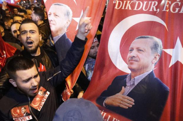 تجمع هواداران اردوغان در هلند -رویترز