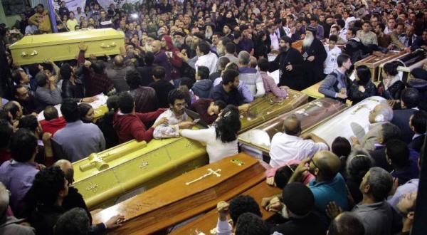 برگزاری مراسم تشییع جان باختگان حمله انتحاری در کلیسای اسکندریه