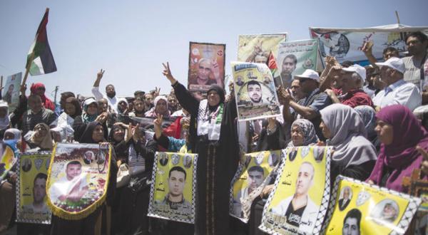 اسیران فلسطینی اعتصاب غذای خود را به حالت تعلیق درآوردند