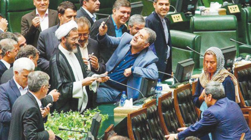 سلفی جنجالی با موگرینی در ایران