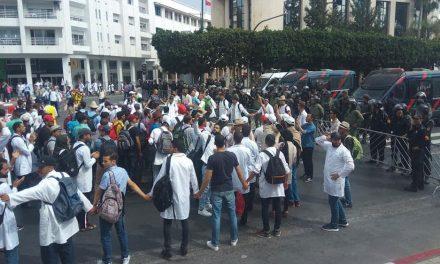 تظاهرات هزاران معلم در مراکش در اعتراض به شرایط قراردادی