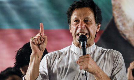 عمرانخان رسما نخستوزیر پاکستان شد
