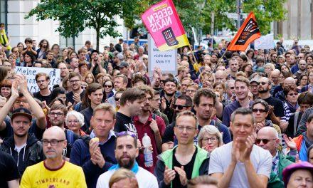 بازجویی از سه مامور به دلیل «سلام هیتلری» در آلمان