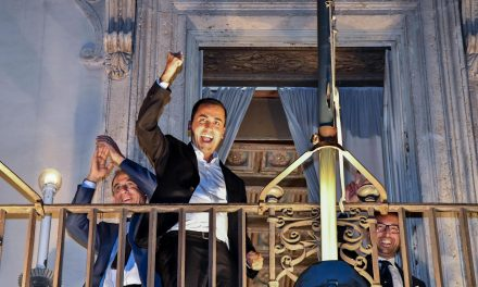 ایتالیا: وضع بودجه پوپولیستی و بی توجهی به هشدارهای کمیسیون اروپا