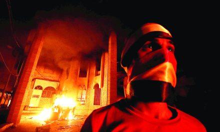 کنسولگری ایران در بصره به آتش کشیده شد
