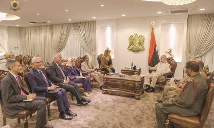 حفتر قطر را به ایجاد فتنه میان لیبى و الجزایر متهم کرد