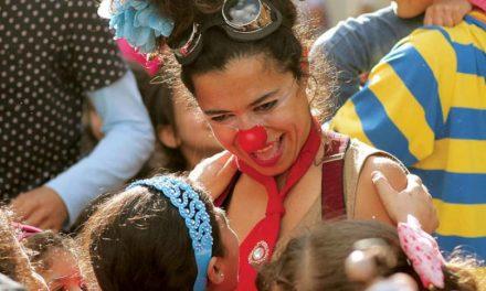 نمایش های طنز و دلقک بازی برای مقابله با خشونت علیه کودکان در لبنان