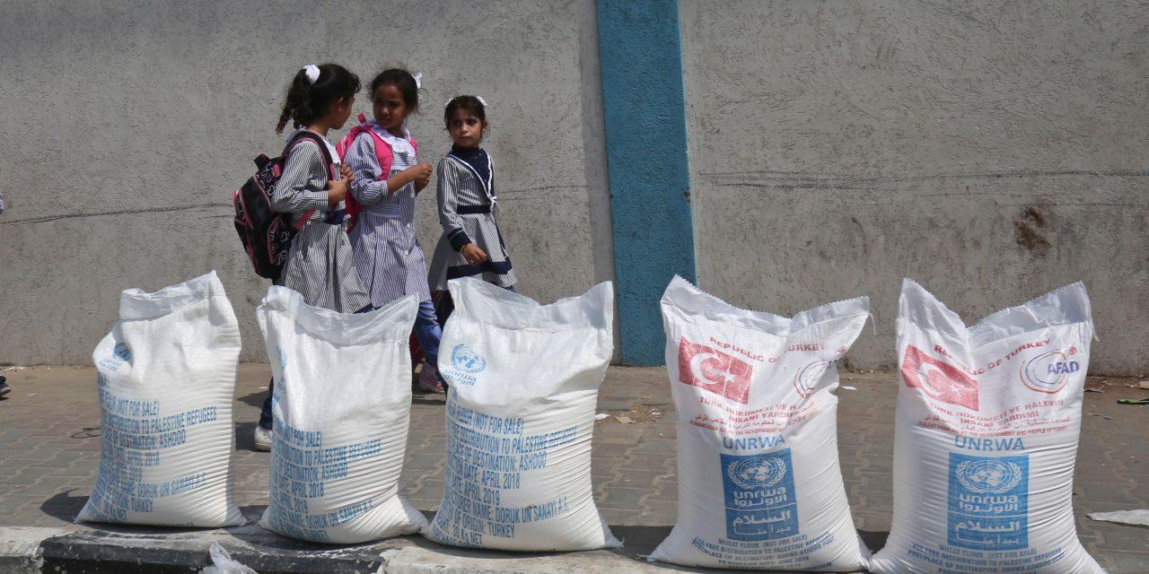 نارضایتی و خشم آوارگان فلسطینی از قطع کمک های آمریکا به سازمان آنروا