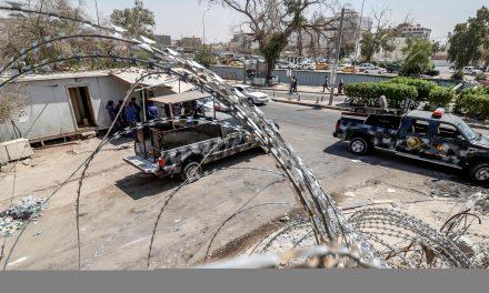 تجمع معترضان عراقی در نزدیکی میدانهای نفتی بصره